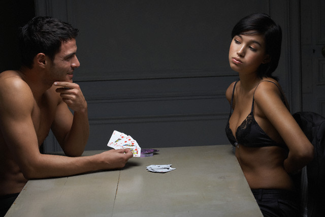 strip poker : un bon jeu à faire en couple